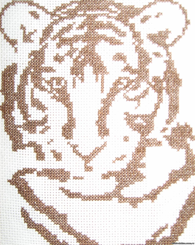 Черно белая схема вышивки тигра